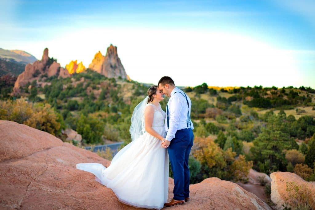 bride-and-groom-at-garden-of-the-gods-high-points