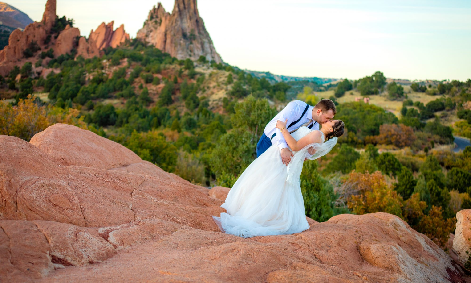 Big_kiss_colorado_Wedding_Photographer_garden_of_the_Gods