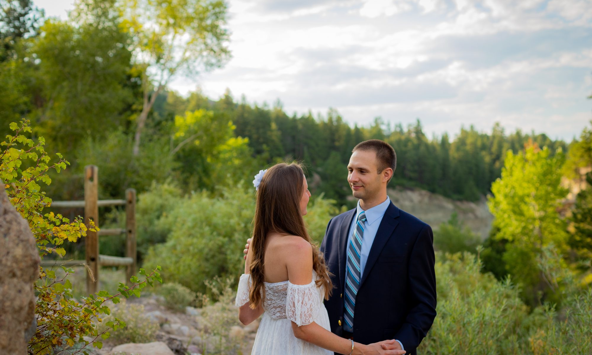 couple in love in the mountains of colorado