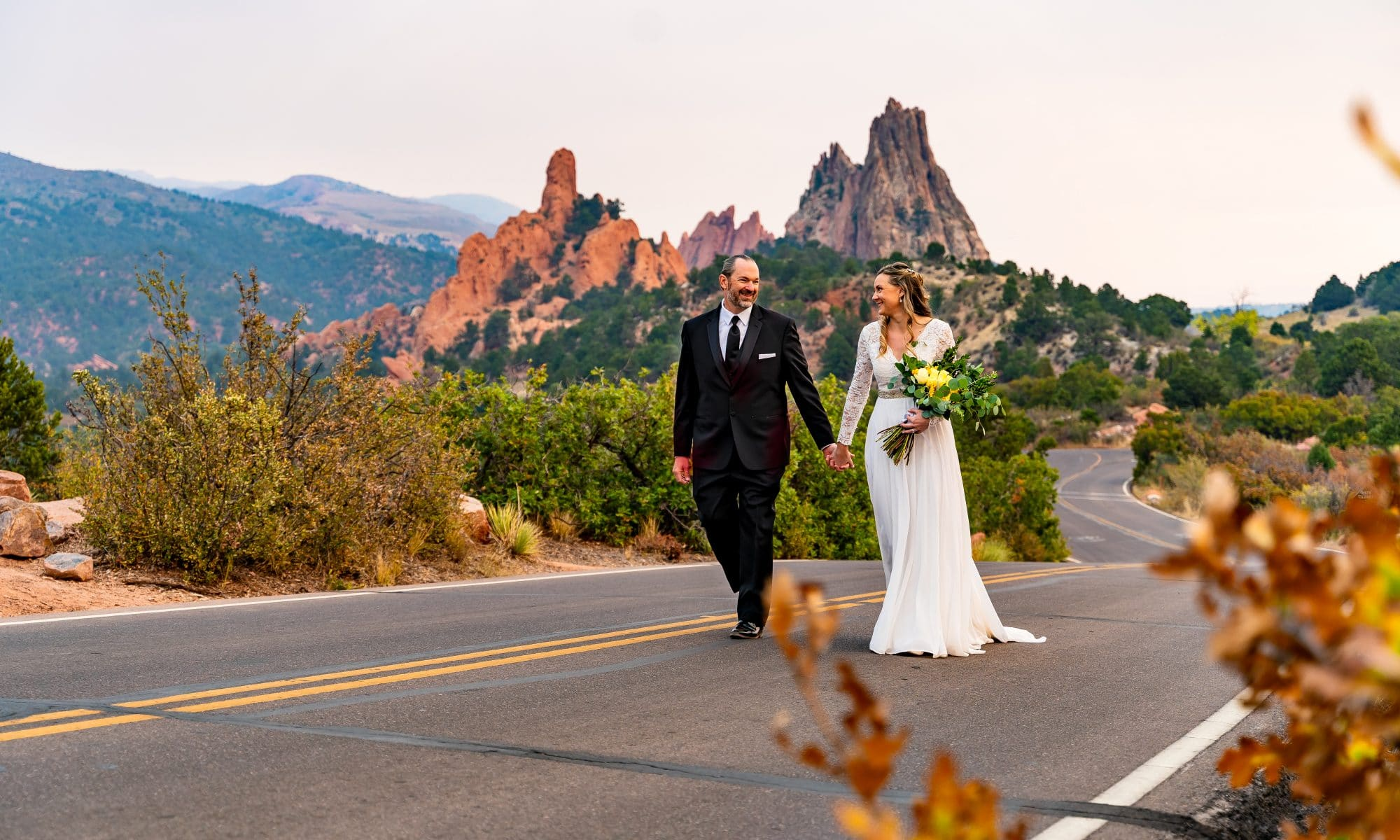couple eloping at Garden of the Gods